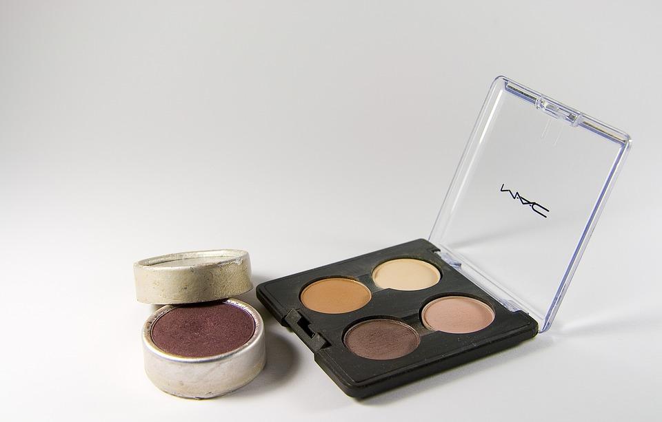 Makeup testen und Geld verdienen im Internet