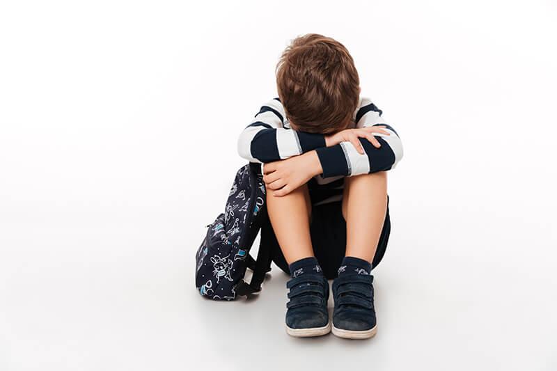 Junge ist traurig