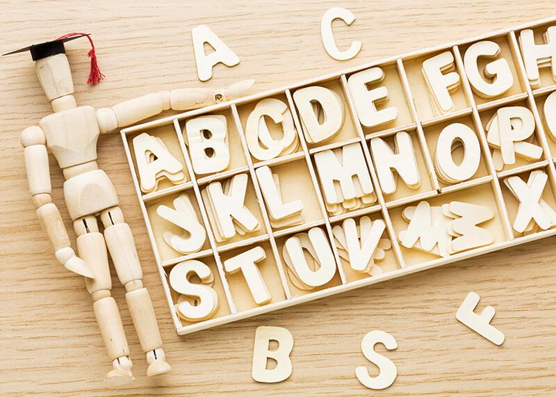 Buchstaben Figur Holz