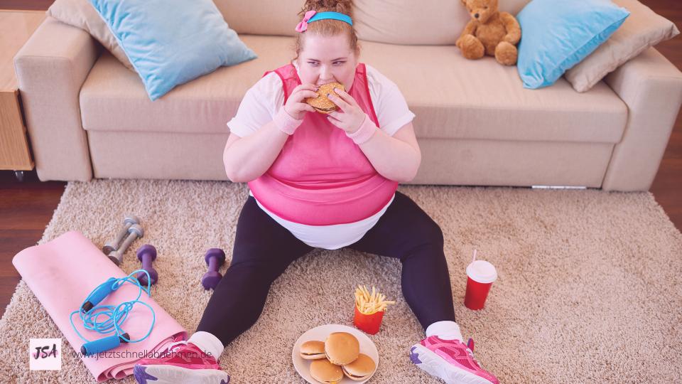 Frau sitzt auf dem Teppich und isst viele Burger