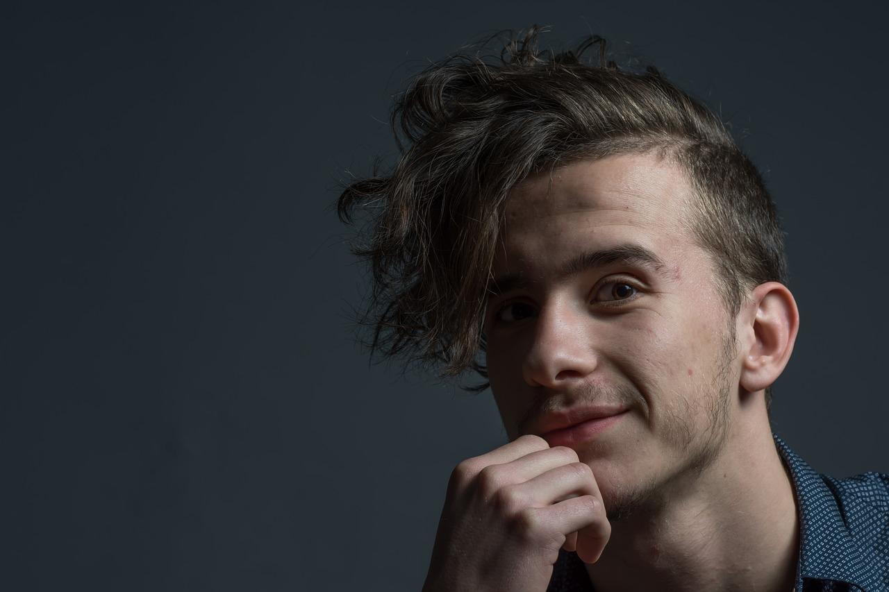 Mann ohne Haarausfall