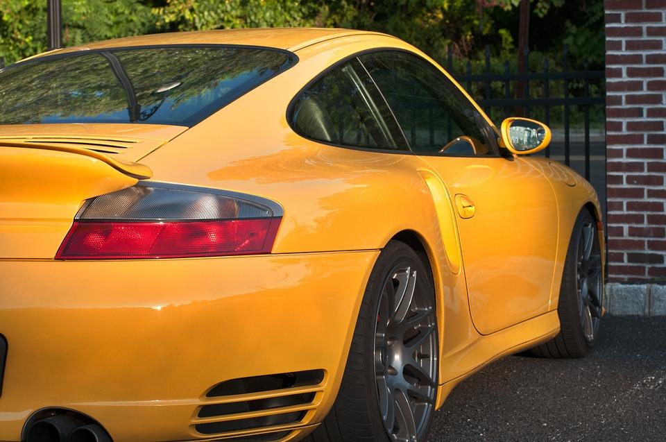 Geld verdienen mit Autowerbung - Hier ein Porsche