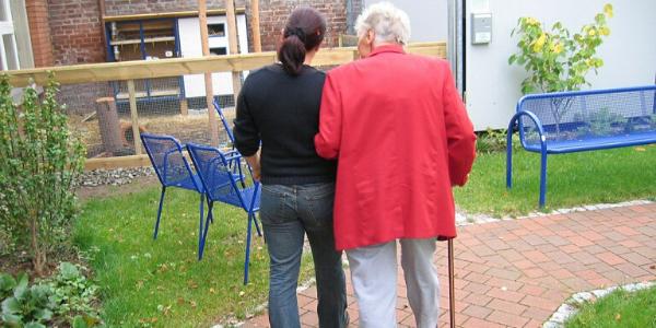 Pflegebedürftige Person im Altersheim, Alzheimer, Depressionen