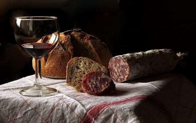 Zur Gewichtszunahme gehört auch ein Tisch mit Wein und Brot dazu.