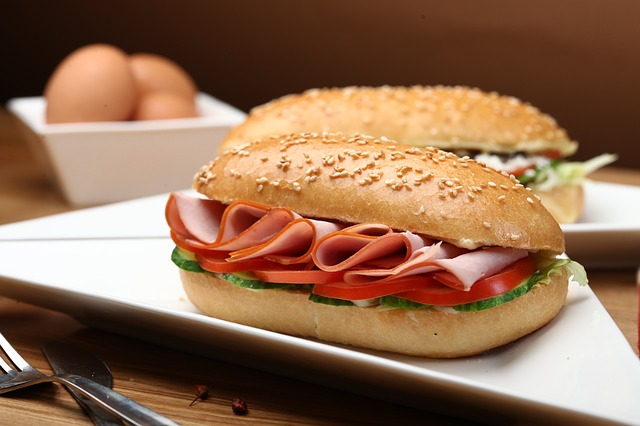 Sandwich mit Wurst belag
