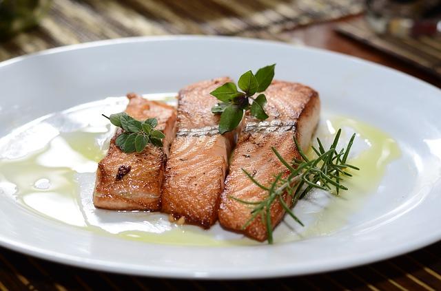 Ein Fisch mit gesunden fetten