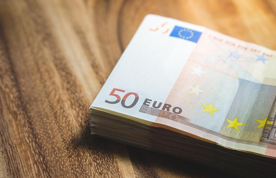 Euroscheine auf dem Tisch