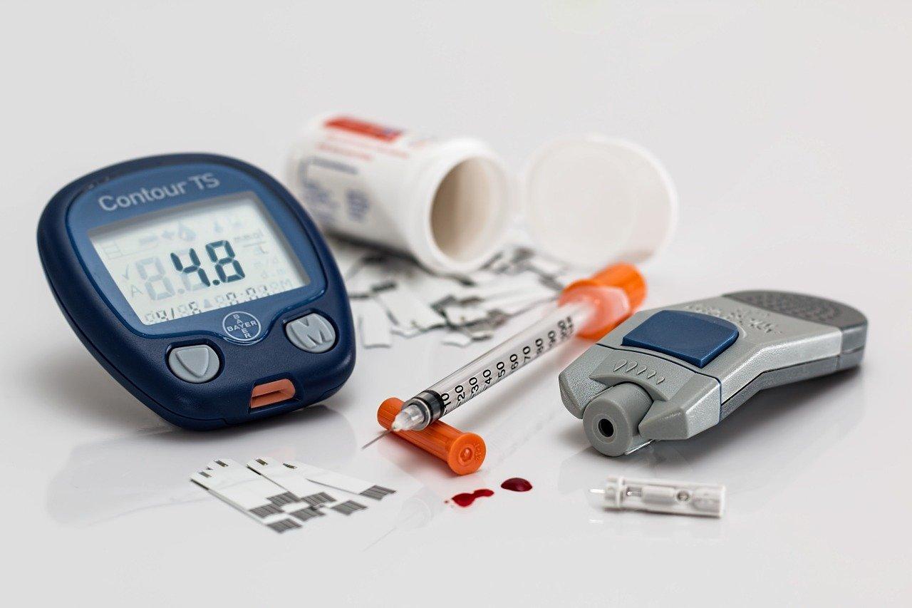 Insulin, Blutzuckermessgerät, Spritze, Blut