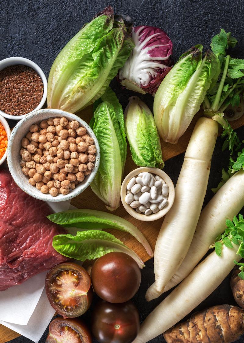 gesunde-ernaehrung-und-ausgewogene-ernaehrung-zutaten-sauber-essen-eisenhaltige-lebensmittel