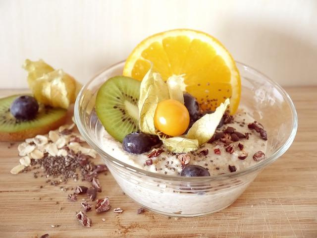 Joghurt und Chiasamen sind zu einem gesunden Snack zusammengemischt worden