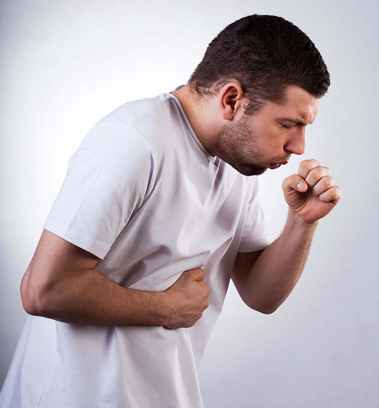 Das Asthmaspray wirkt in Kombination mit Rauchen schwächer.
