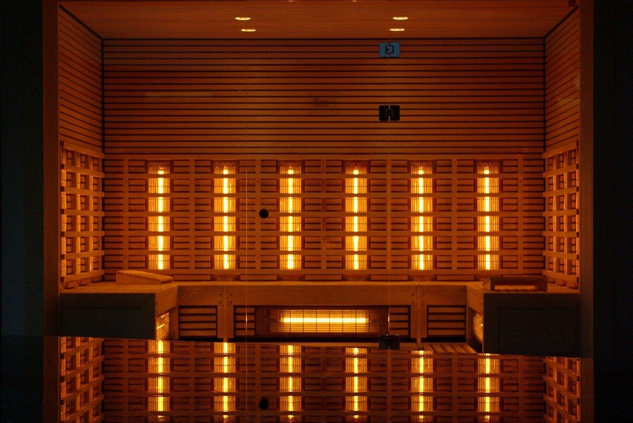 Sauna mit Infrarot Lampen als Hilfsmittel gegen Rückenschmerzen