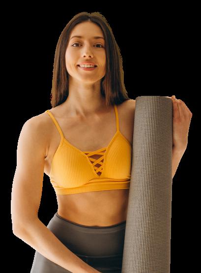 Frau mit Yogamatte