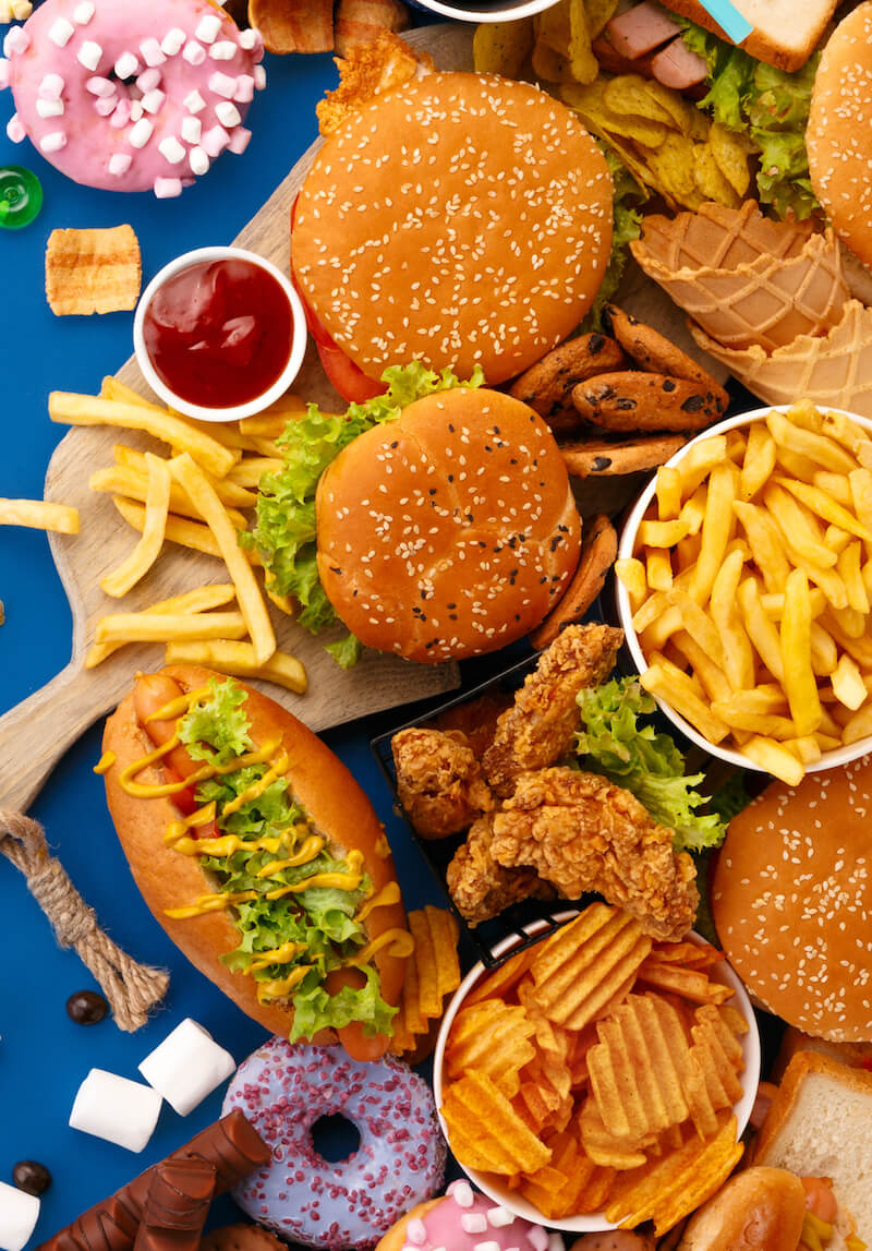 fast food auf Tisch von oben