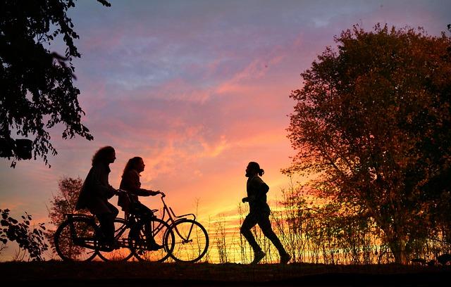 Radfahren und Joggen