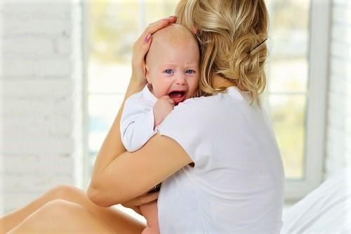 Raucherbaby weint - Folge vom Rauchen in der Schwangerschaft