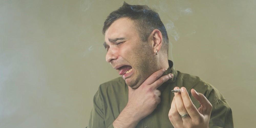 Mann erleidet eine Nikotinvergiftung