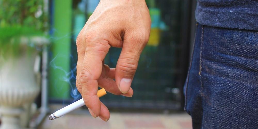 Raucherfinger reinigen und für immer loswerden