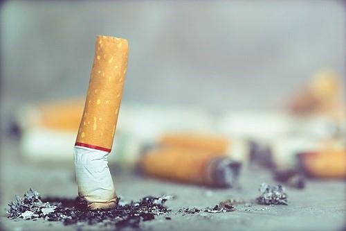 Zigarette wird ausgedrückt