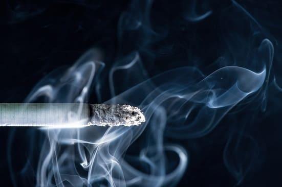 Giftiger Rauch einer Zigarette
