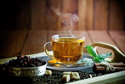 Mit Tee kann man zeitweise Raucherhusten loswerden