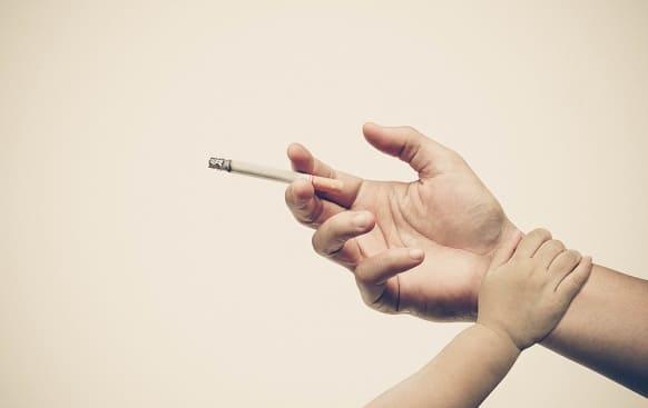 Kind will Elternteil vom Rauchen abhalten