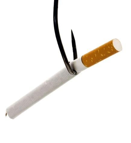 Zigarette hängt am Haken