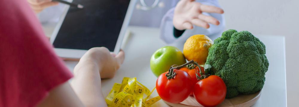 BMI Rechner arzt und patient besprechen ernährungsthemen zum abnhemen