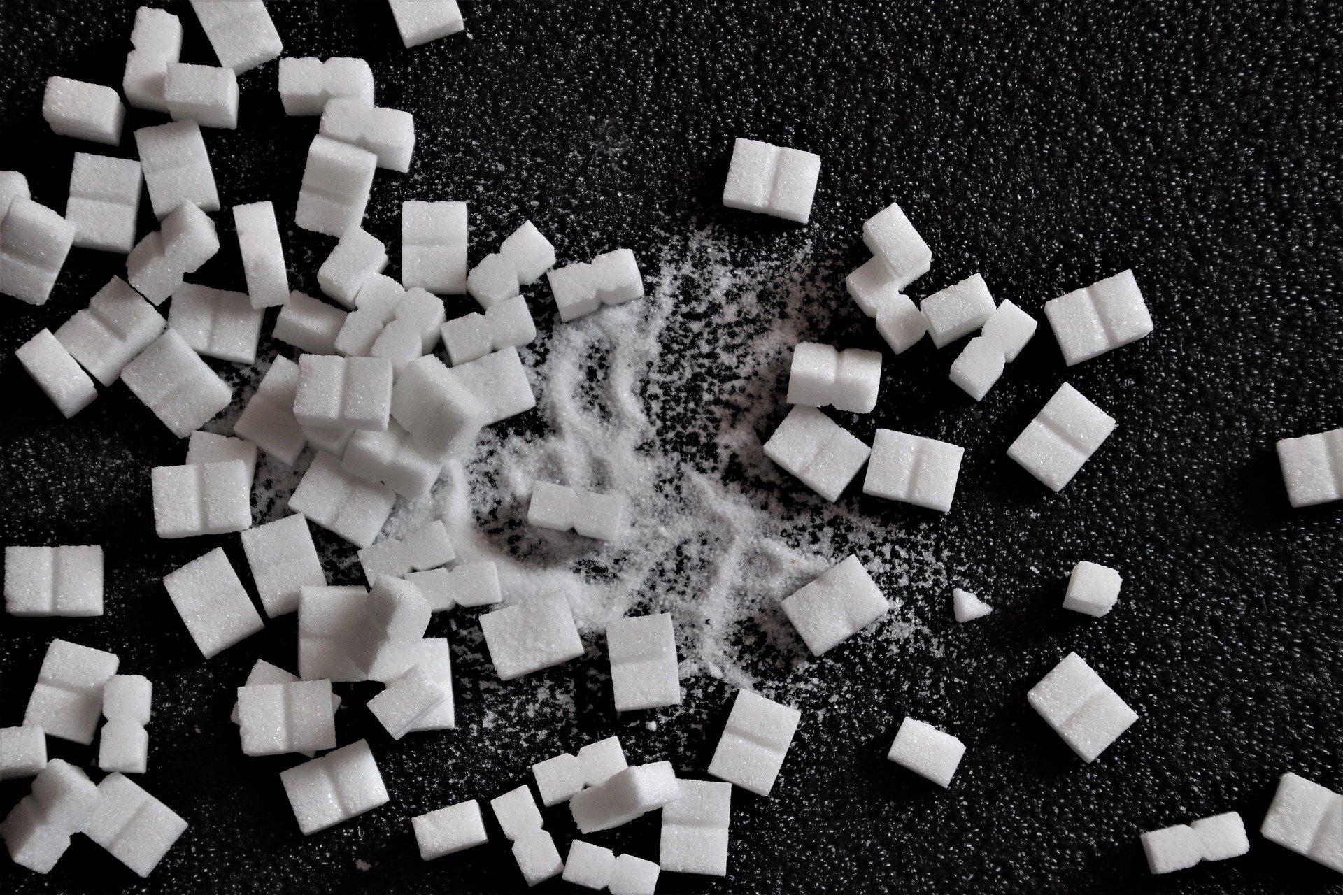 Ernährungstipp 1: Weniger Süßigkeiten, Limonaden und Säfte!