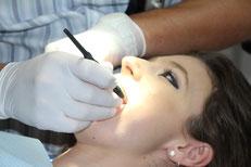 Das Knirschen sorgt dafür das die Zähne kaputt gehen