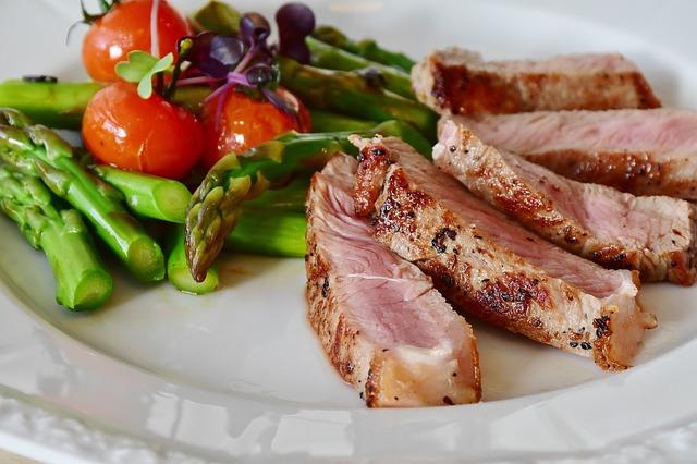 Die Low Carb Diät mit Spargel und Fleisch