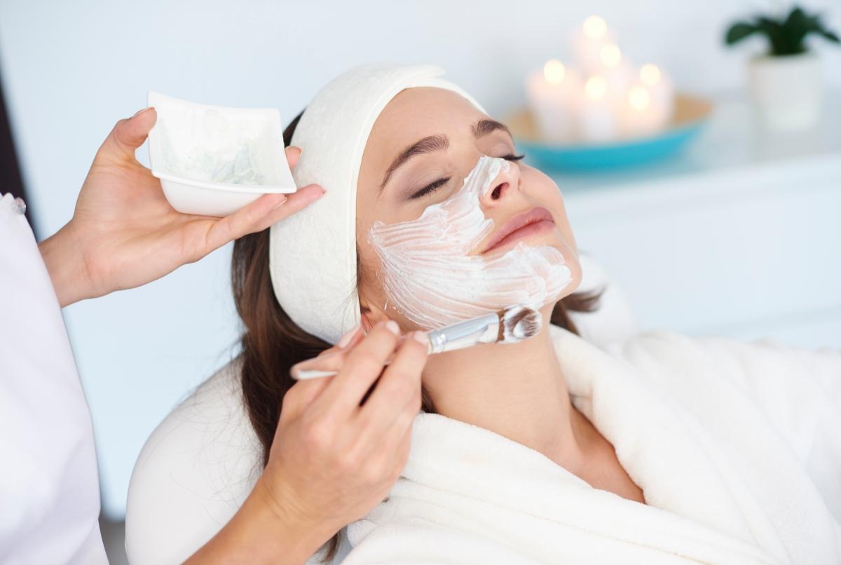 Anti Aging Behandlung - Kosmetische Gesichtsbehandlung