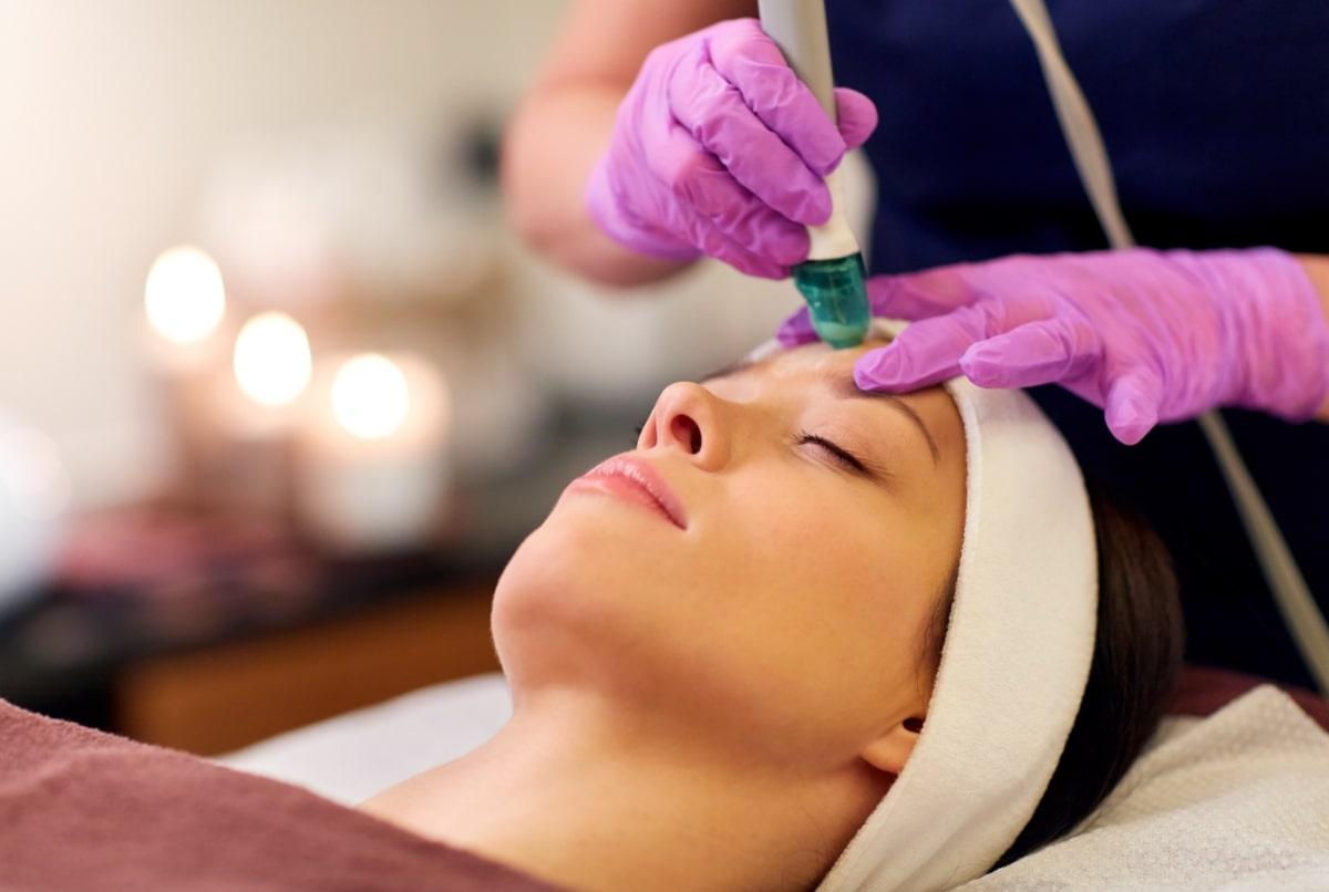 hydradermabrasion Behandlung - Gesichtsbehandlung