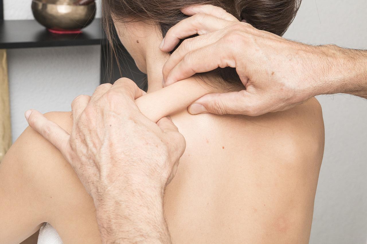 Massage als Hausmittel für größere Brüste