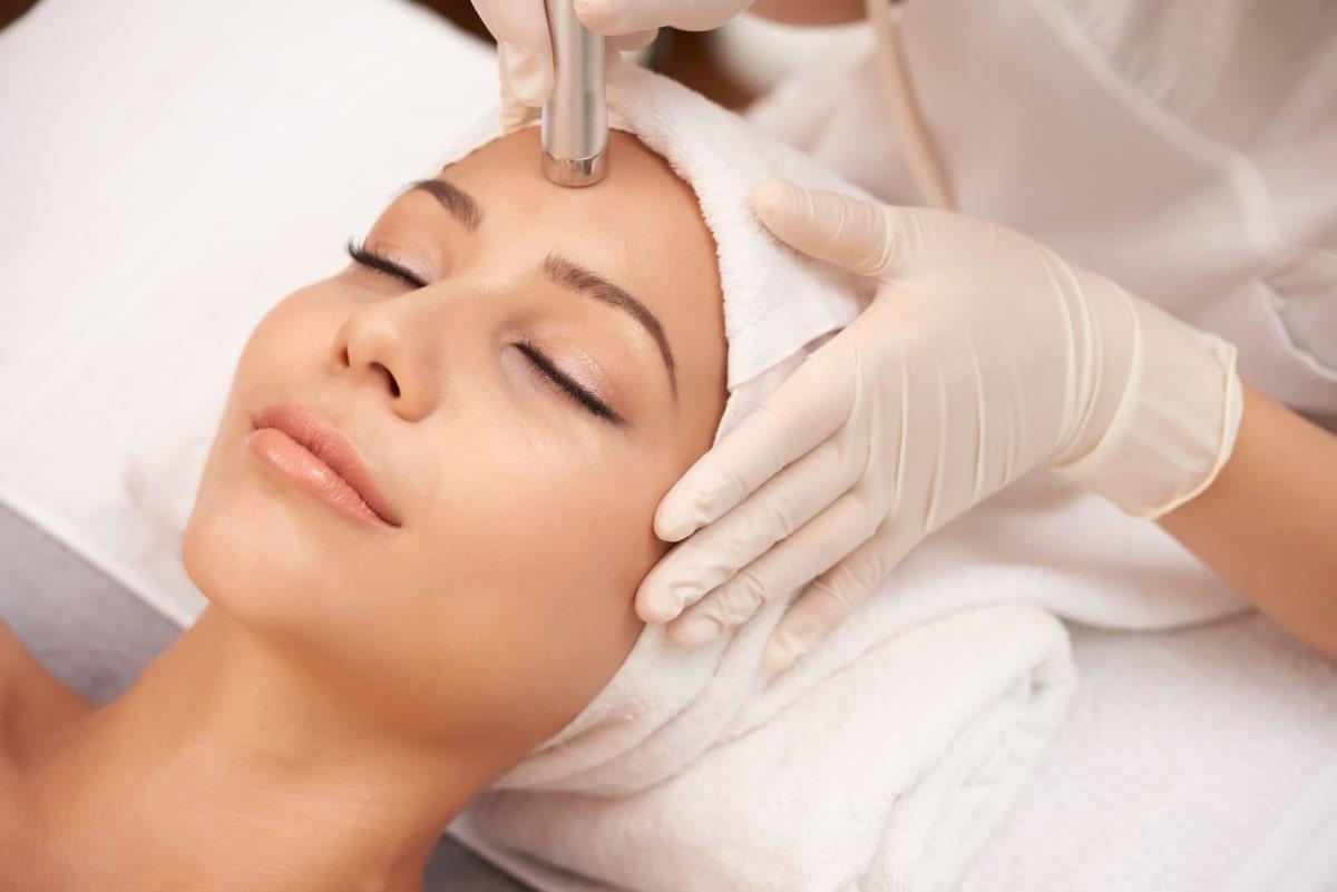 Gesicht Behandlung - Microneedling
