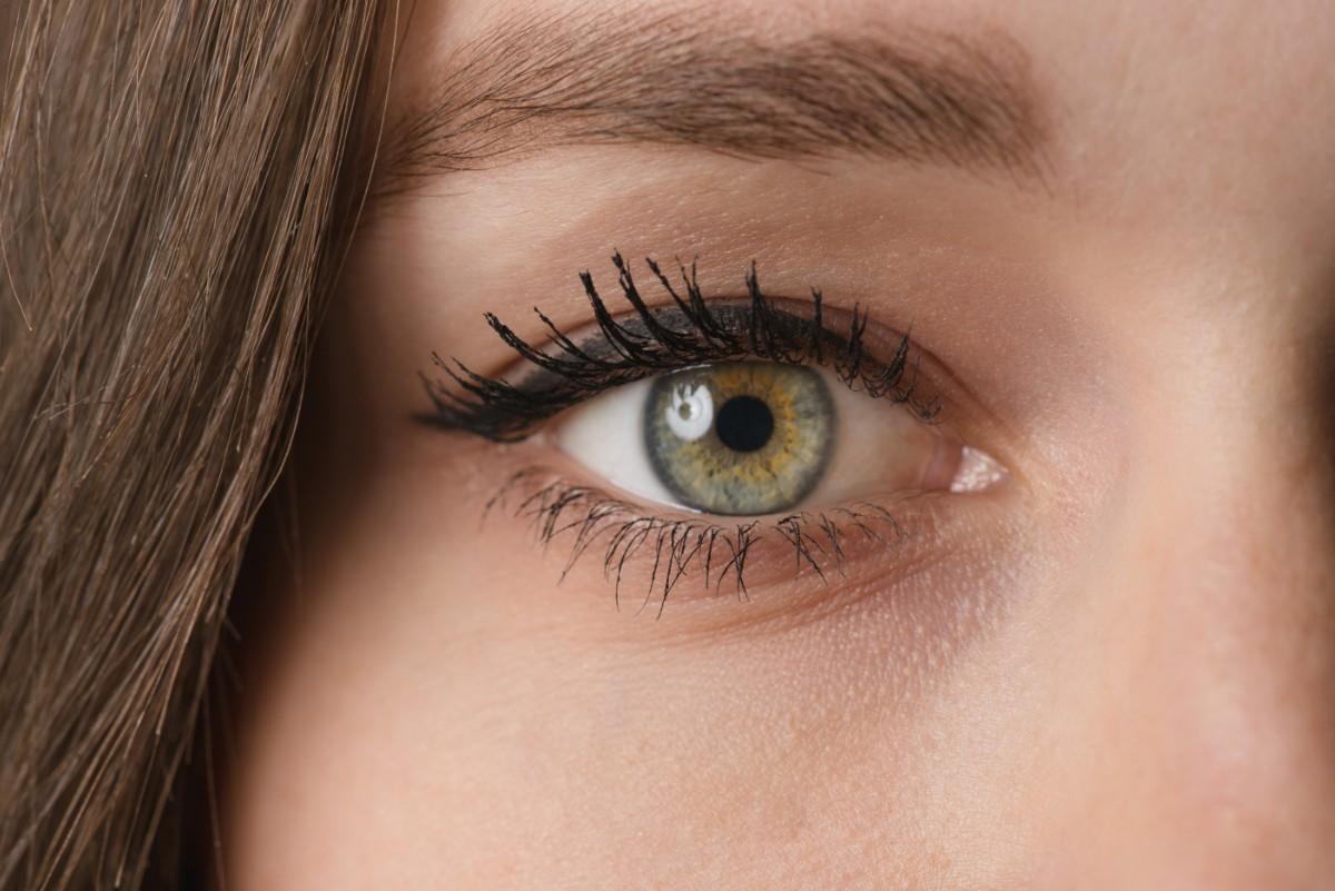 Augen Behandlung - Microneedling