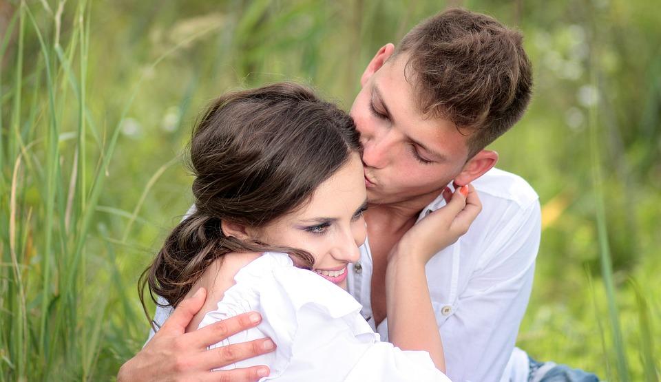 Diese 4 Anzeichen zeigen, ob dein Partner dich wirklich liebt!