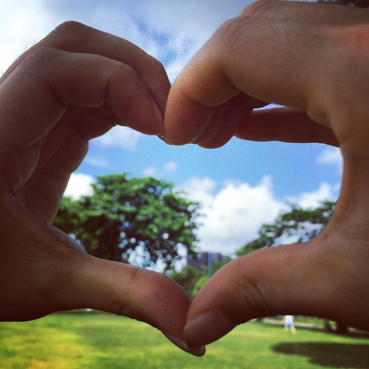 Zwei Hände - ein Herz - das ist Liebe
