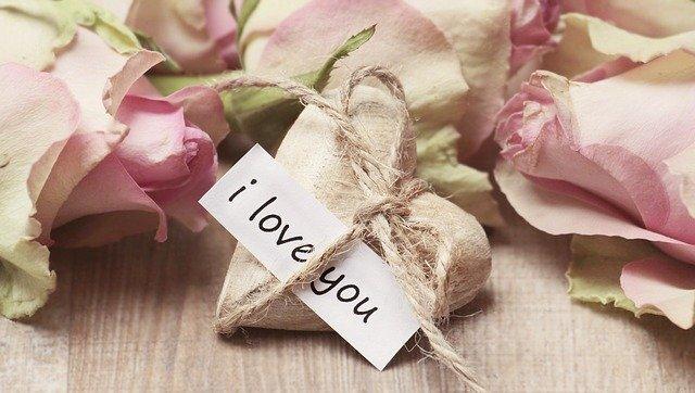 Liebesbeweis mit Rosen