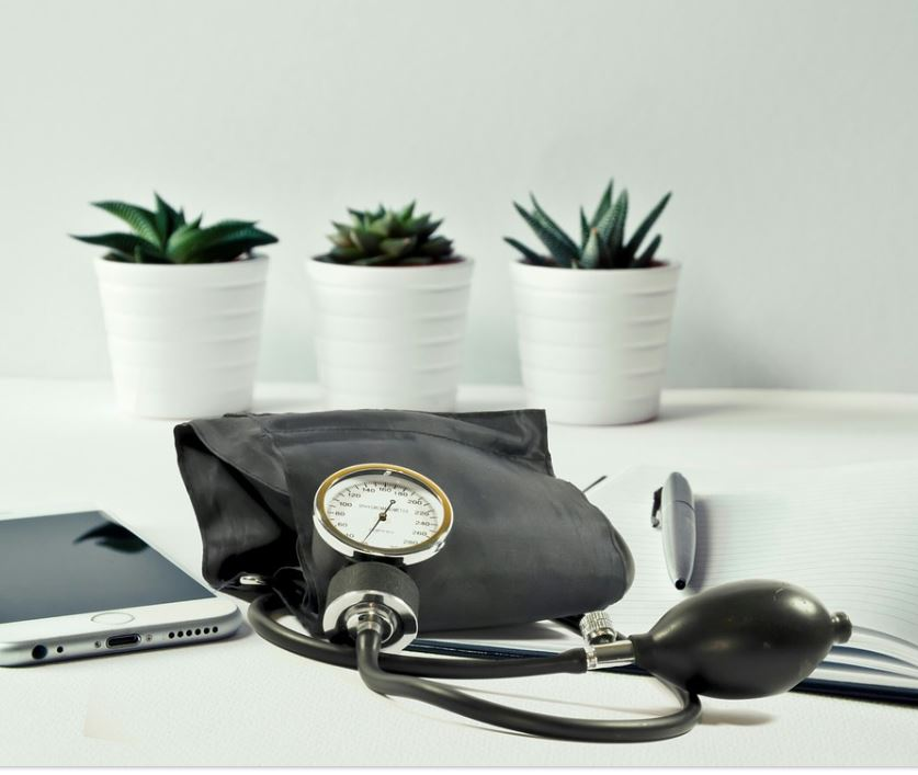 Blutdrucksenkende Lebensmittel, Blutdruck senken, Hausmittel, Sofortmaßnahmen
