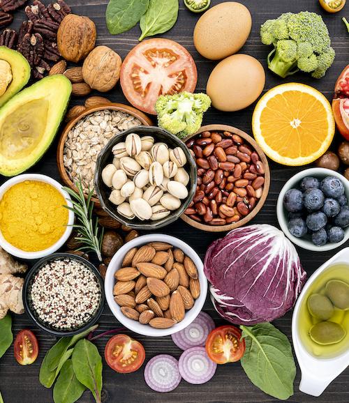 Gesunde und Frische Lebensmittel wie Hülsenfrüchte Getreidesorten Obst und Gemüse für Ernährung der Blutgruppendiät