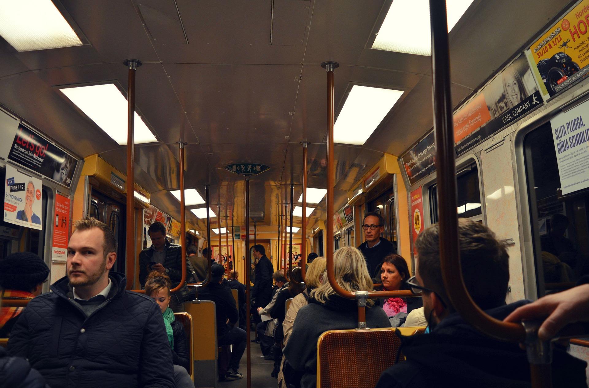 In der Bahn oder im Bus Frauen / Singles kennenlernen