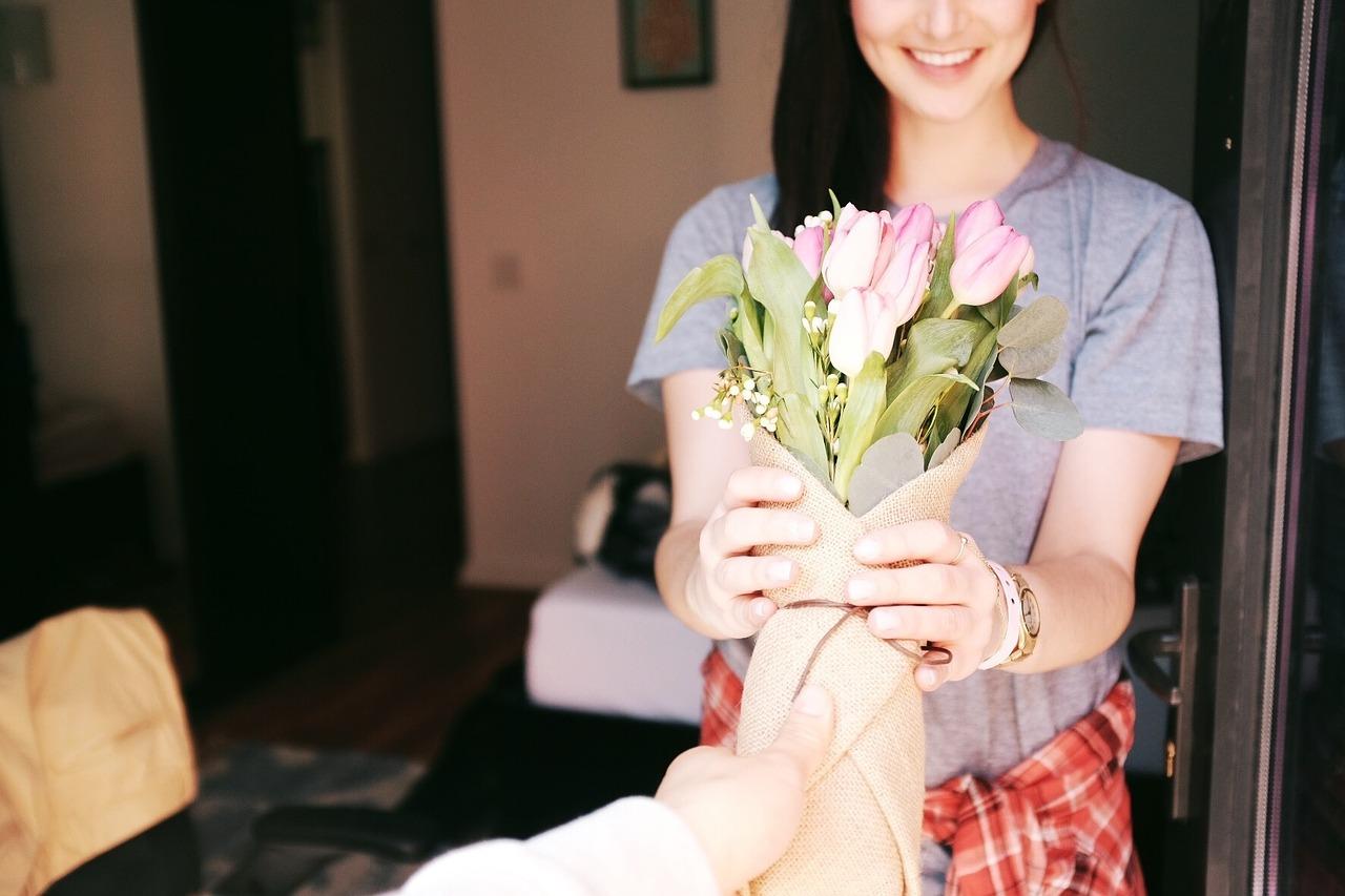 Liebe ist, dem Partner der Partnerin eine Freude zu machen Überraschung