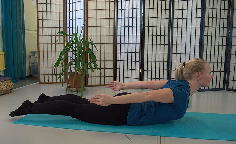 Rückenstrecken im Liegen für einen gesunden Körper