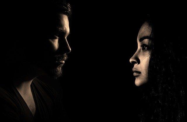 Mann und Frau als Mirgräneopfer
