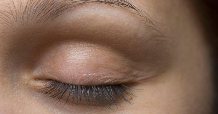 Augenblinzeln zur Befeuchtung des Auges