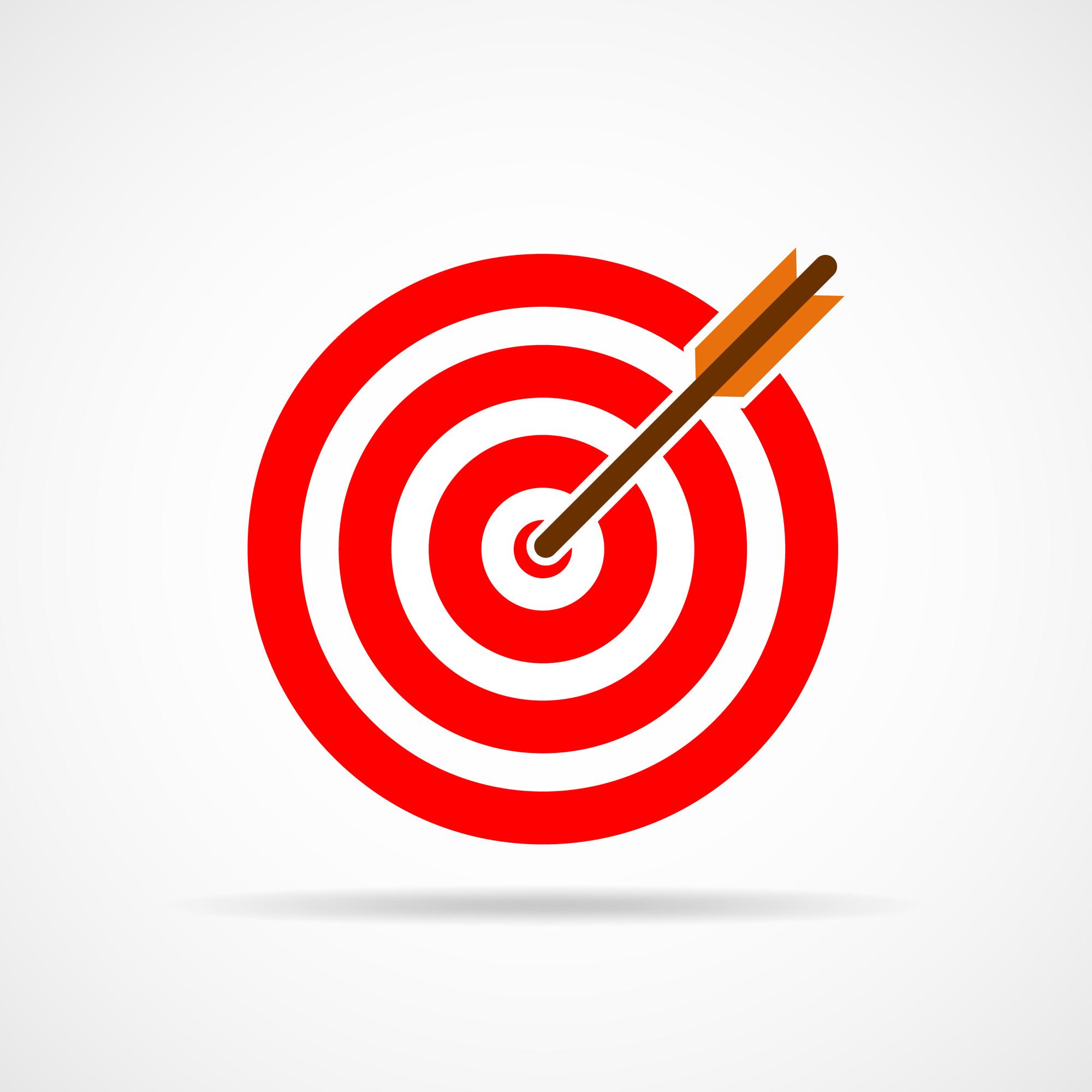 Ein Pfeil trifft sein Ziel. Rote Zielscheibe mit Pfeil