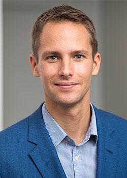 Dr. Julian Kauffeldt