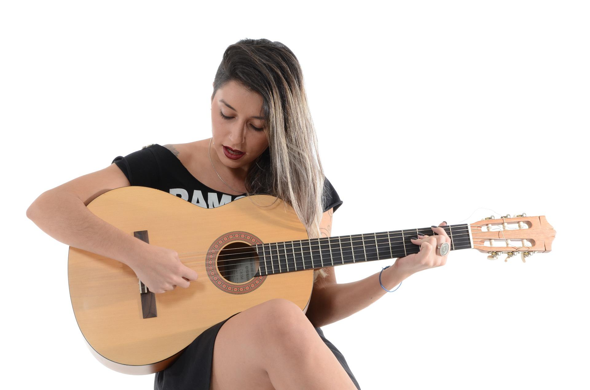 Die Gitarre ist ein Zupfinstrument