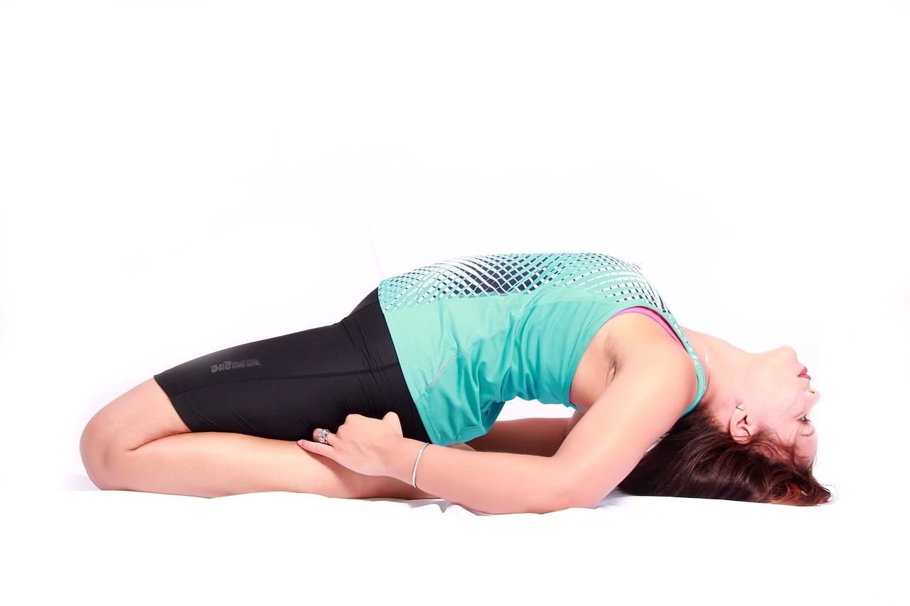 Yoga liegender Held